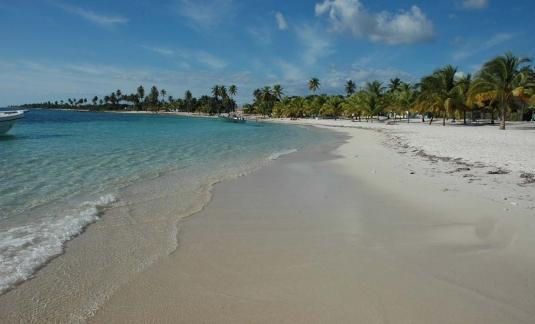 Las perlas del caribe sky tours for Piscinas naturales juan adalid